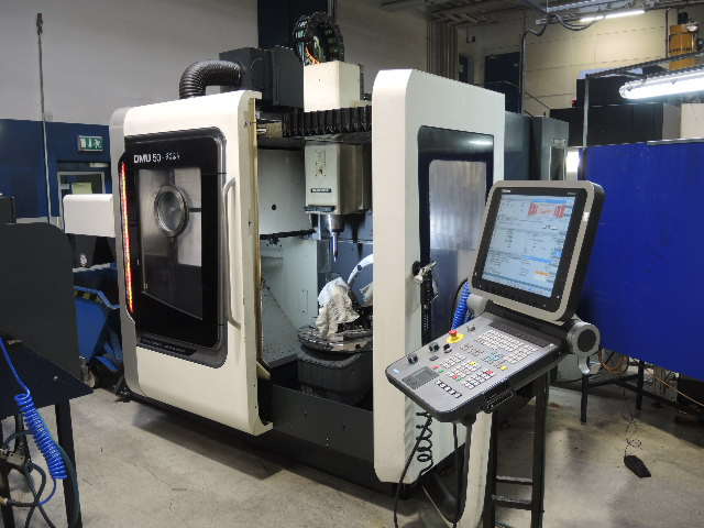 CENTRE D'USINAGE VERTICAL 5 AXES DMG MORI DMU 50